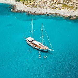 Catamaran charter vs gulet charter